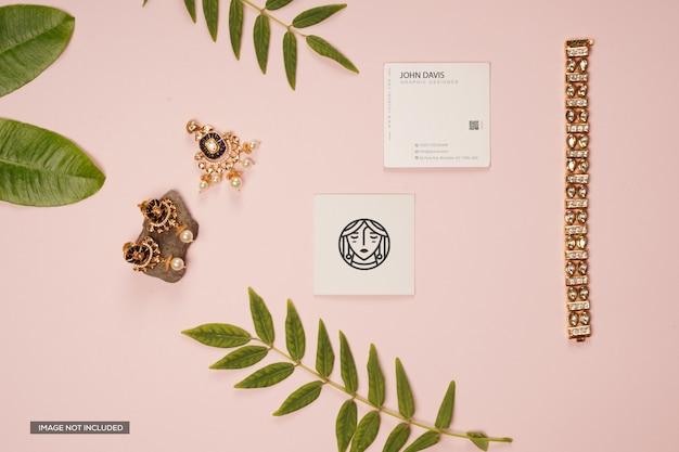 Maqueta de tarjeta de visita con ramas de plantas