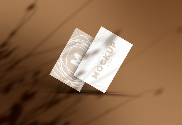Maqueta de tarjeta de visita con sombra de flores