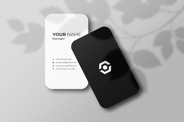 Maqueta de tarjeta de visita con sombra
