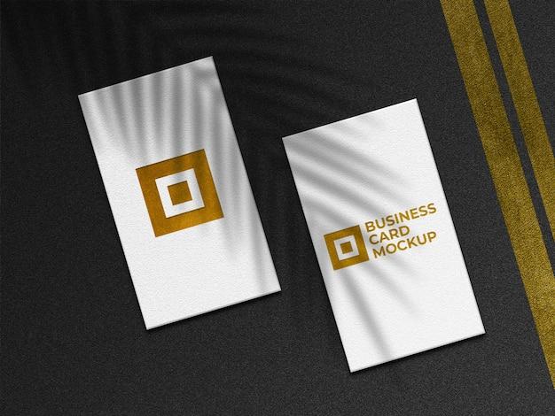 Maqueta de tarjetas de visita doradas modernas