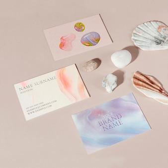 Maqueta de tarjetas de visita femeninas psd arte experimental hecho a mano