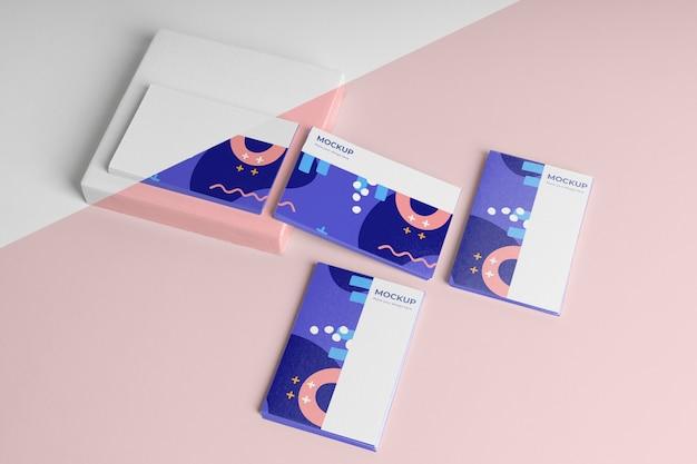 Maqueta de tarjetas de visita de patrón alto ángulo