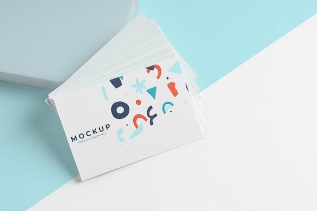 Maqueta de tarjetas de visita de patrón de alto ángulo