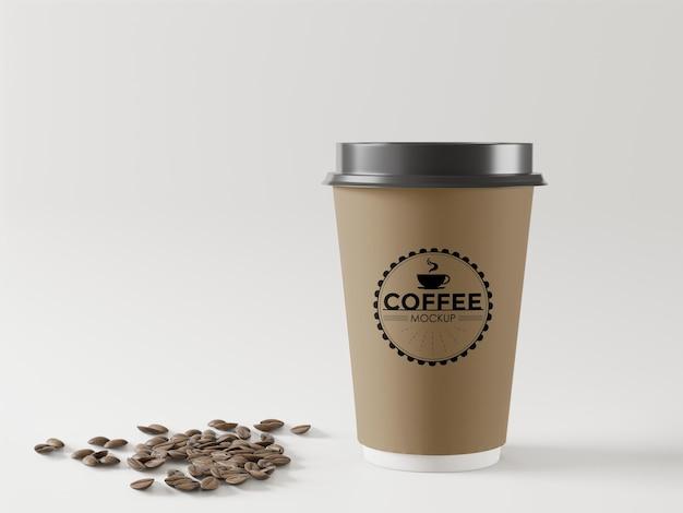 Maqueta de taza de café para llevar con granos de café