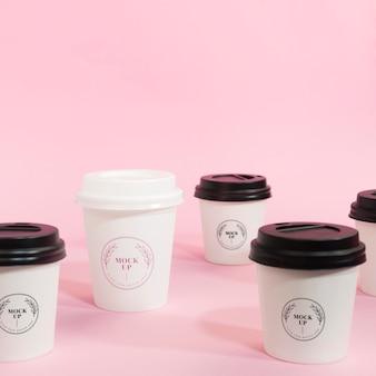 Maqueta de taza de café con logo de vista frontal