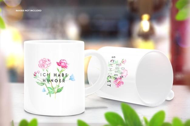 Maqueta de taza de café de tienda orgánica en mesa de mármol