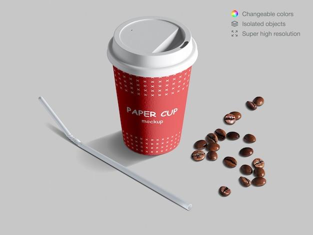 Maqueta de taza de papel isométrica realista con granos de café y paja de cóctel.