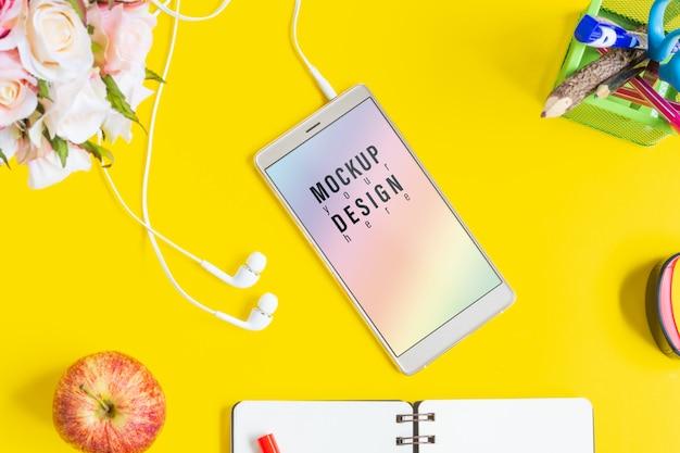 Maqueta de teléfono móvil de pantalla en blanco.