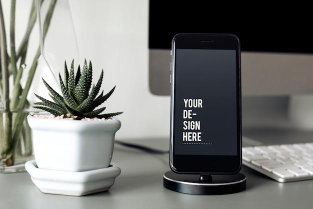 Maqueta de un teléfono móvil en un soporte