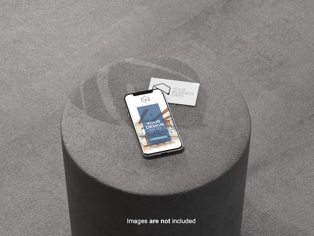 Maqueta de teléfono móvil y tarjeta de visita en el asiento
