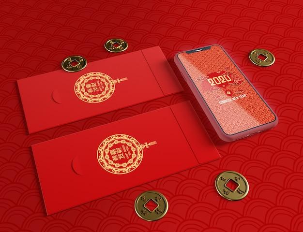 Maqueta de teléfono y tarjetas de felicitación para año nuevo chino