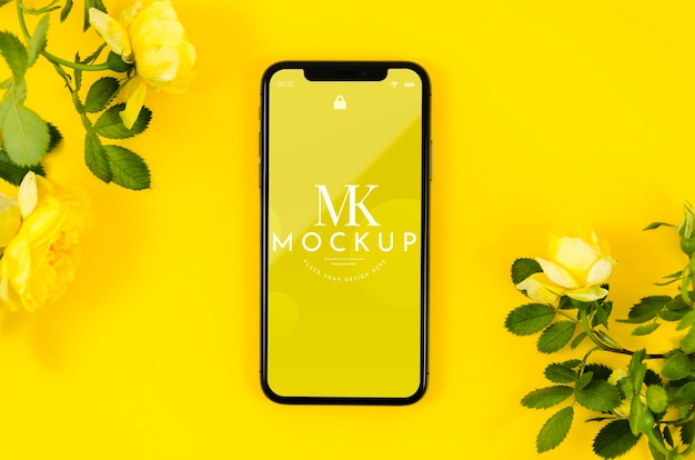 Maqueta de teléfono de vista superior con flores