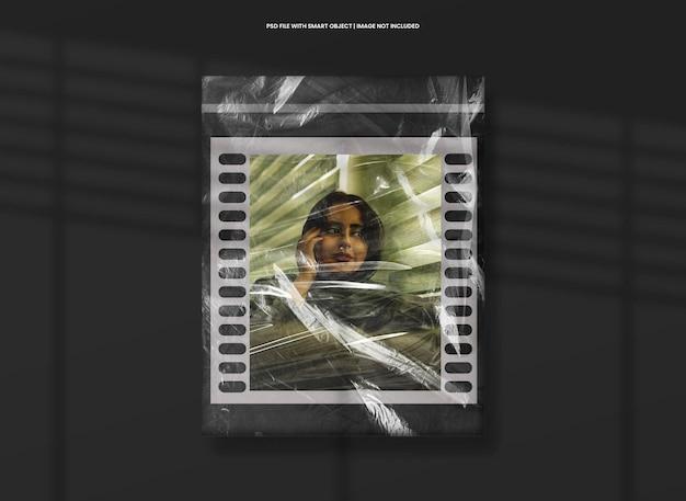 Maqueta de tira de película de marco de fotos con efecto plástico premium psd