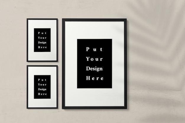 Maqueta de tres cuadros sobre fondo beige