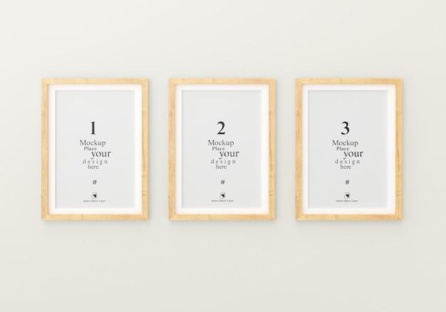 Maqueta tres marco de fotos vacío para maqueta en sala blanca vacía