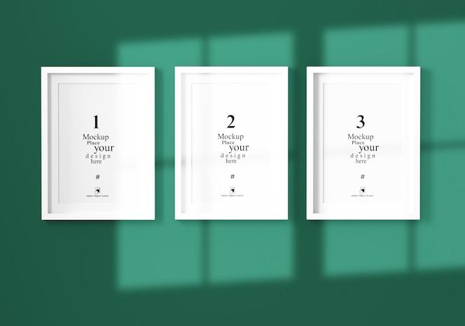 maqueta tres marco de fotos vacío con sombra en la pared verde, plantilla psd.