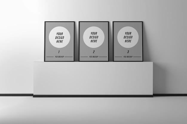 Maqueta con tres marcos de fotos a4 en pedestal de pared