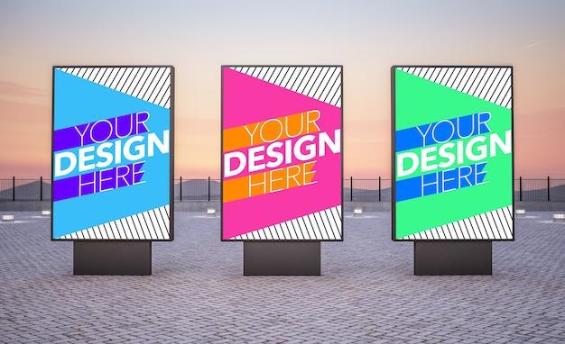 Maqueta de tres vallas publicitarias para anuncios comerciales.