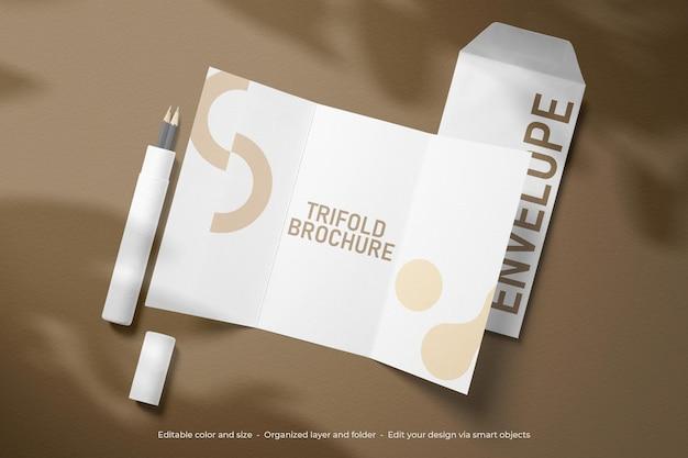 Maqueta de tríptico y sobre de papelería de marca