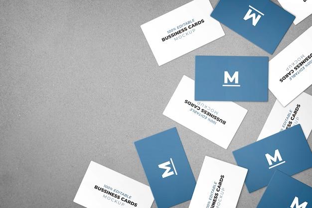 Maqueta de varias tarjetas de visita desordenadas.