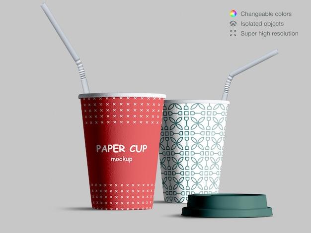 Maqueta de vasos de papel realista con pajitas de cóctel