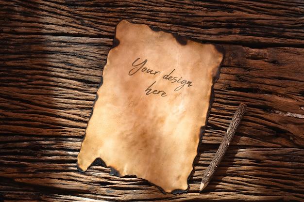 Maqueta vintage retro papel viejo sobre mesa rústica