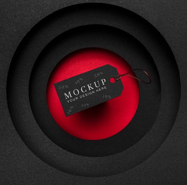 Maqueta de vista superior etiqueta de precio de viernes negro y capas de tela