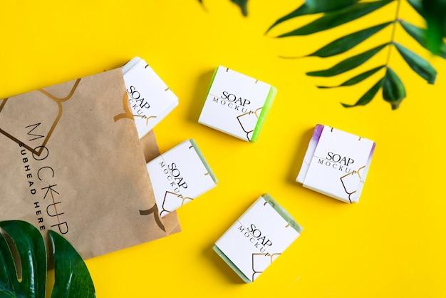 Maquetas de cajas de papel para empaquetar jabón y paquetes de papel.