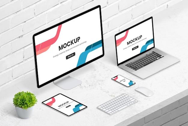Maquetas de diseño web receptivo isométrico