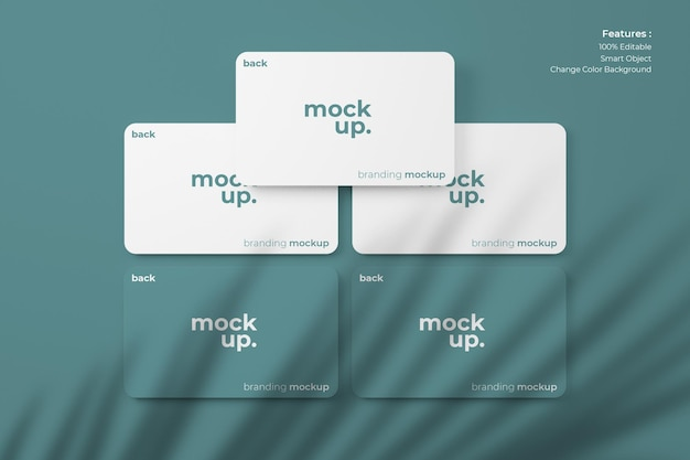 Maquetas de tarjetas de visita ordenadas en el suelo