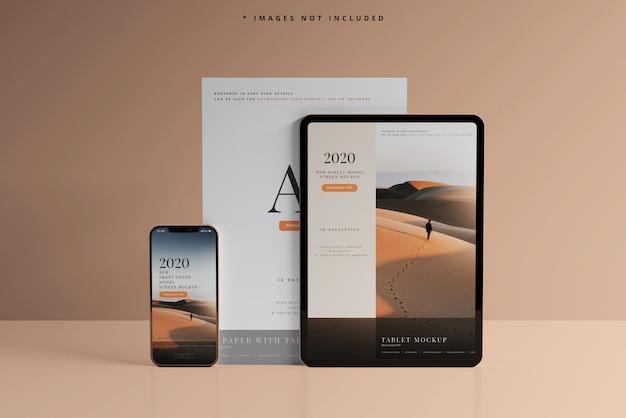 Maquetas de teléfonos inteligentes y tabletas con tarjetas de visita