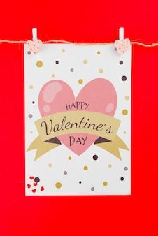 Maquete de cartão de dia dos namorados na linha de roupa