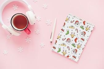 Maquete de Natal com bloco de notas em espiral