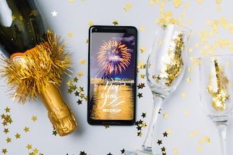 Maquete de smartphone com decoração de ano novo