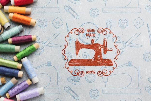 Maquina de coser y maqueta de hilo