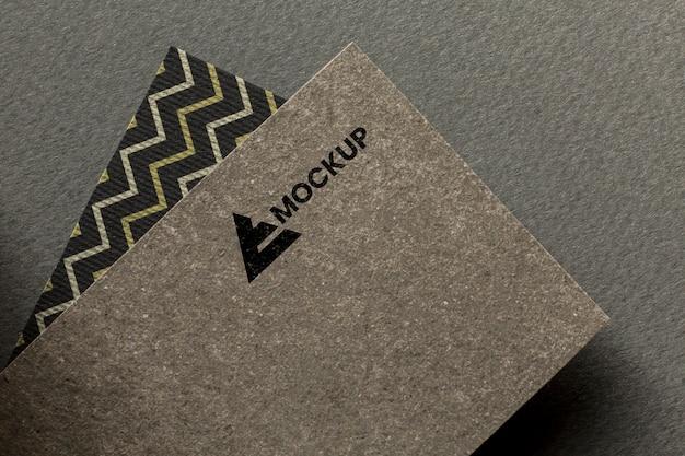 Marca comercial en arreglo de maqueta de tarjeta