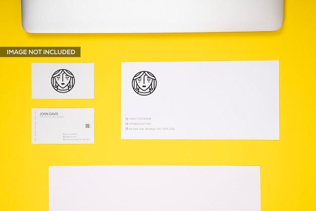 Marca en maqueta amarilla