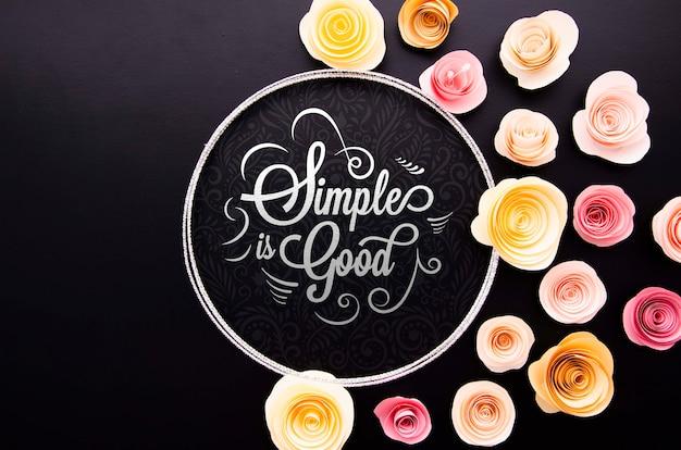 Marco artístico de flores con citas inspiradoras