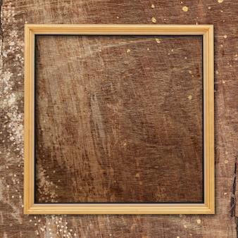 Marco cuadrado sobre fondo de textura de madera normal