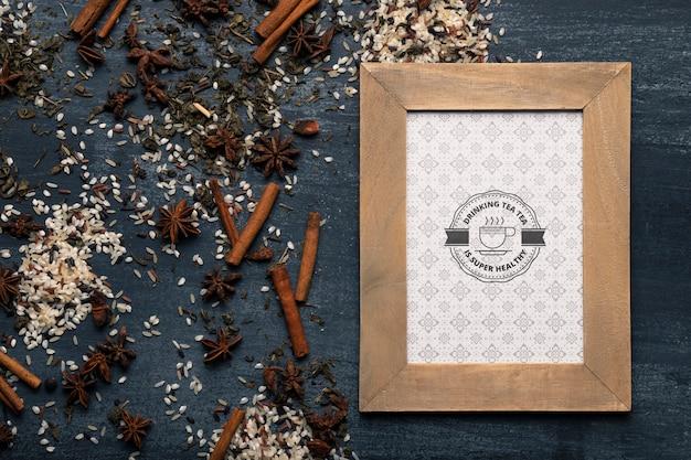 Marco con diseño de té e ingredientes de té.