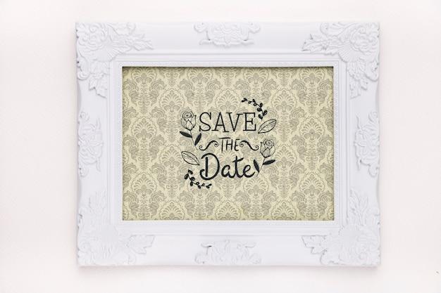 El marco con diseño vintage guarda la maqueta de la fecha