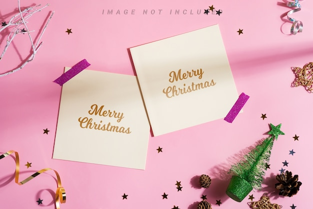 Marco de esquina festivo con tarjetas de maqueta