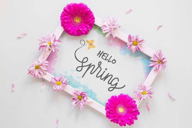 Marco floral con mensaje de hola primavera