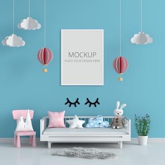 Marco de fotos en blanco para maqueta en habitación infantil azul
