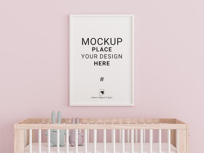 marco de fotos vacío para maqueta en la habitación de los niños