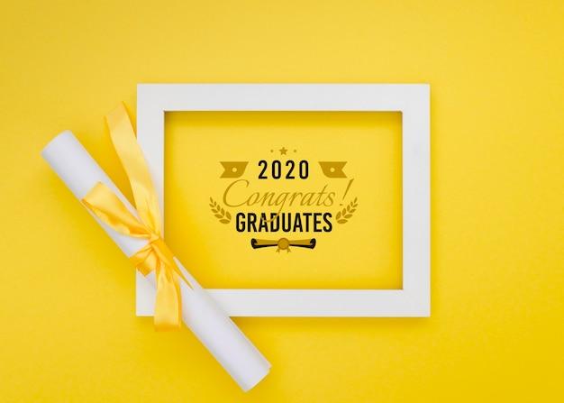 Marco de graduación de vista superior con maqueta