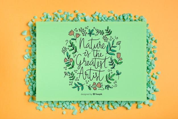 Marco de maqueta con mensaje inspirador