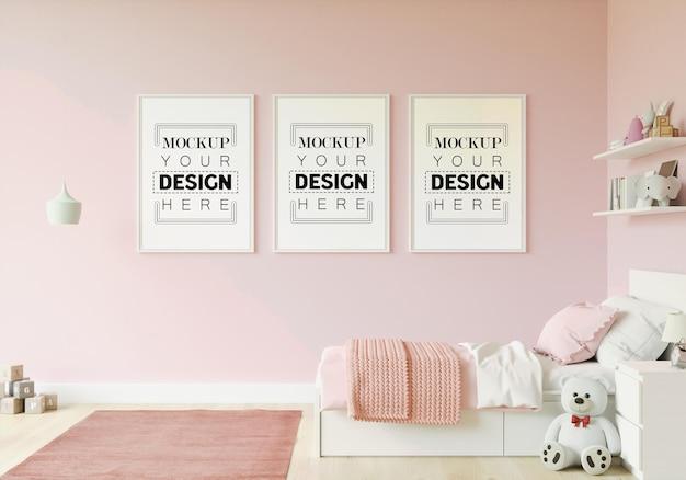 Marco de póster en maqueta de dormitorio infantil