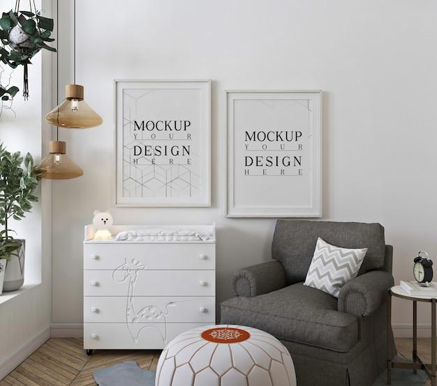 Marco de póster de maqueta en sala de guardería blanca