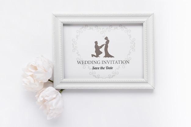 Marco romántico con invitación de boda